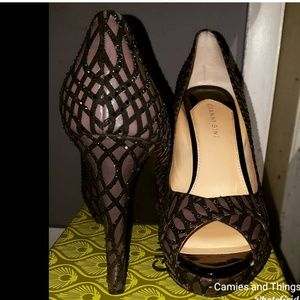 Gianni Bini Back and Grey heels